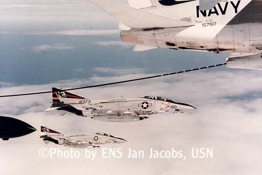 VF-154 tanking 73